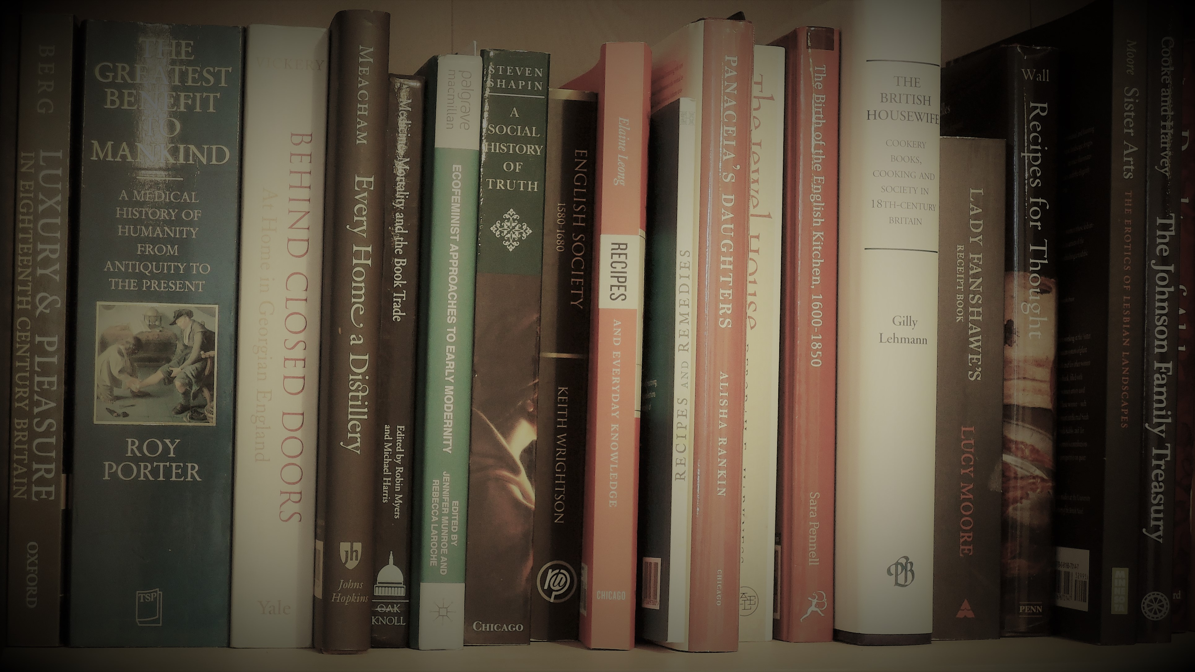 Books - Is minimalism helpful or detrimental to sustainable living?